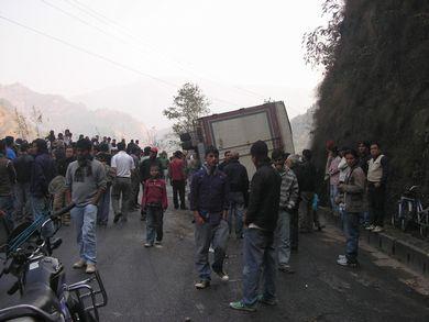 ネパールの国境からカトゥマンズまでのバス旅