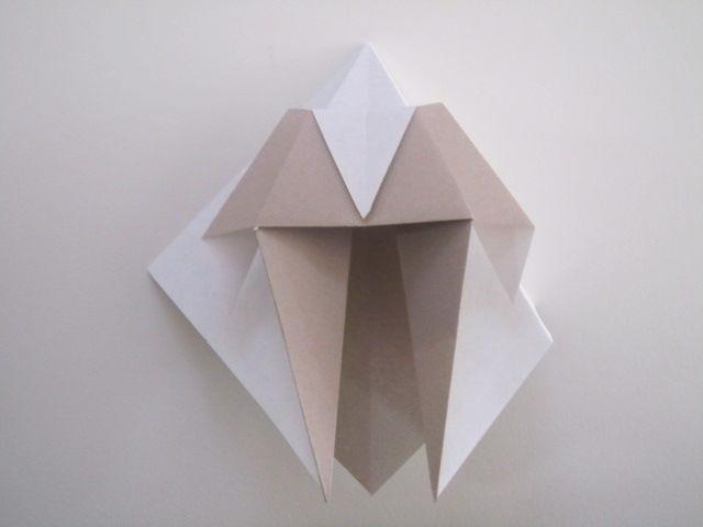 すべての折り紙 三角折り紙 作り方 : ちなみに表から見るとこんな ...