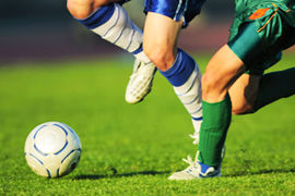 なんでサッカー選手って接触してなくても衝撃破みたいの受けて吹っ飛んでいくの??