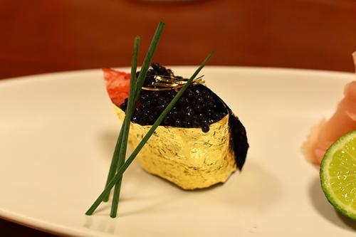 彡(^)(^)「予算1万円以内で握ってください」 寿司屋「はいよ」