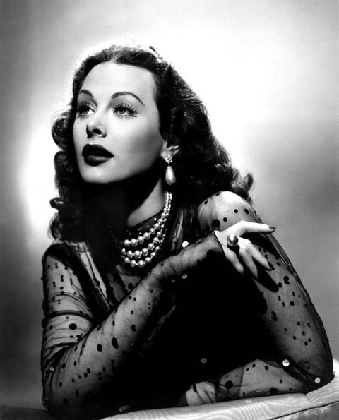 pearls-hedy-lamarr-with-black-chiffon