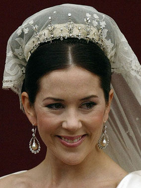 CrownPrincessMaryWeddingDressTiaraEarrings--AFP-Hello