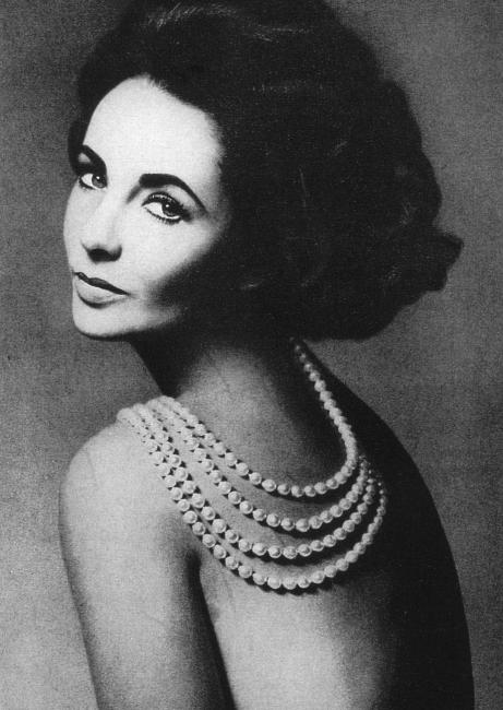 elisabeth-taylor-pearls-461x650