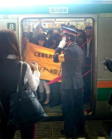 横浜線-ドア全開で走行