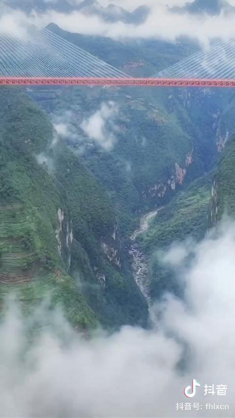 中国、世界一高い橋