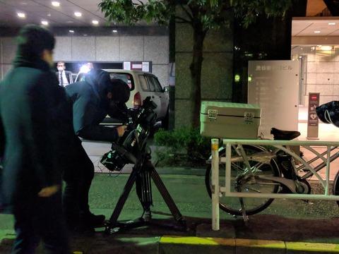 コインチェックが入居するビルの1Fに集まり始めた報道陣