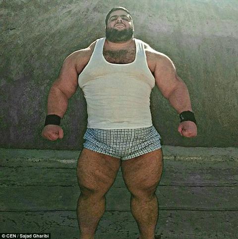 体重150キロのめちゃくちゃ強そうな男