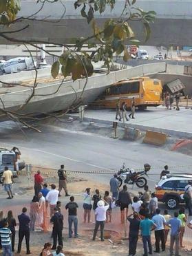 ブラジル跨線橋崩落