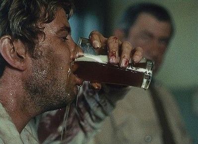 ビールを飲みまくって破滅する主人公