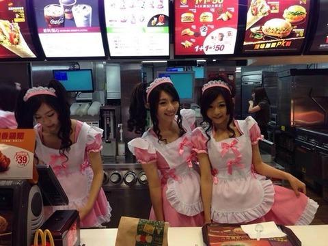台北駅前のマクド店員