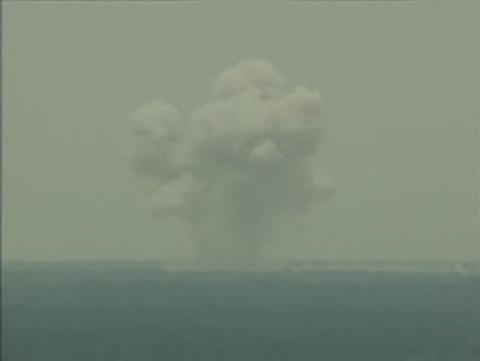 米軍、史上最強の爆弾を使用2
