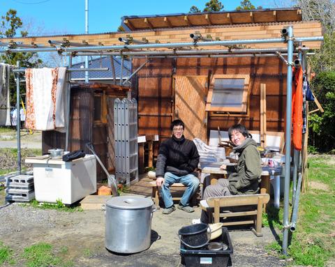 自作の小屋で暮らす若者たち
