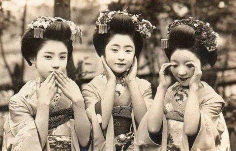100年前の女の子たち