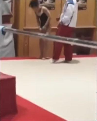速見コーチから殴られる映像流出