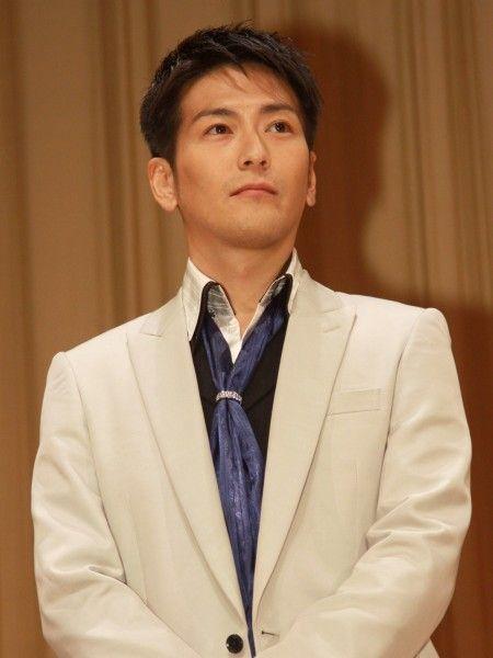 須賀貴匡のスーツ画像