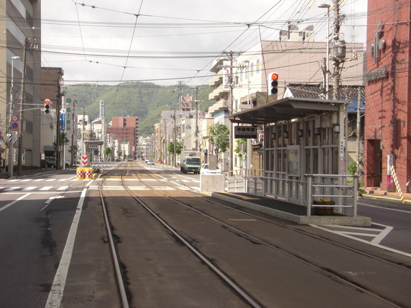 Shiyakusho_mae_Station_in_Hokkaido_01