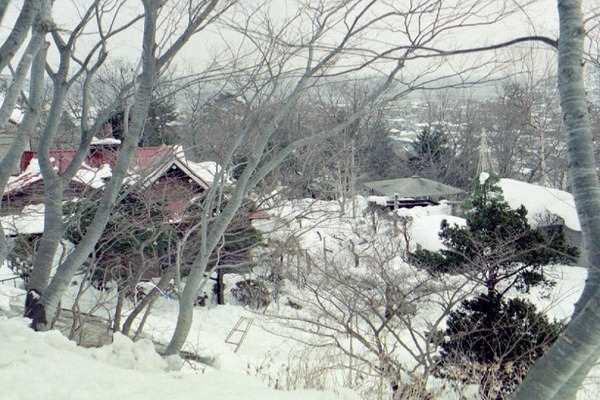 1977年2月10日山小屋全景