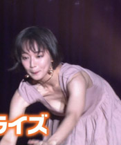 【GIF】吉岡里帆さん、大胆にパイチラをします!