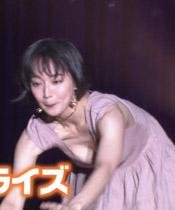 【GIF】吉岡里帆さん、大胆にパイチラをします!