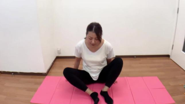 長沢美月 mizuki channel 開脚ストレッチ 1