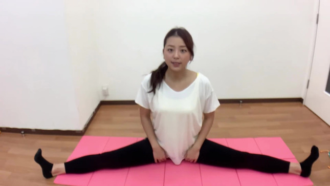 長沢美月 mizuki channel 開脚ストレッチ 6
