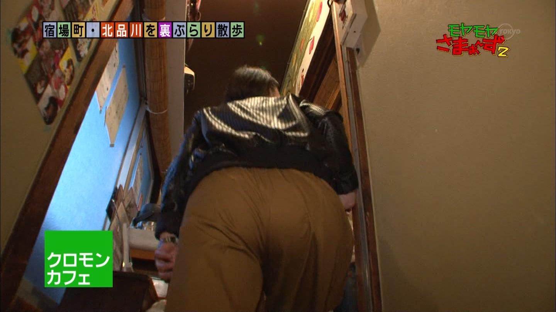 狩野恵里アナ 階段を昇るお尻にパン線が☆☆
