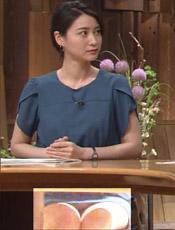 小川彩佳アナが生放送でパンチラwwwwwwwwww