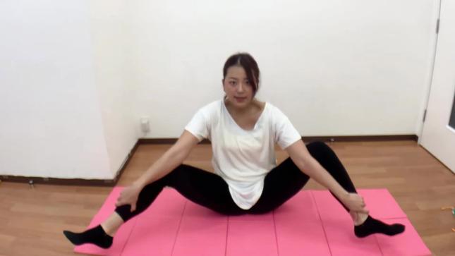 長沢美月 mizuki channel 開脚ストレッチ 3