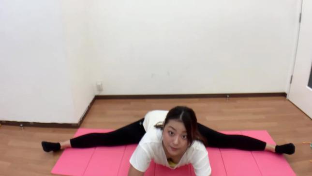 長沢美月 mizuki channel 開脚ストレッチ 11