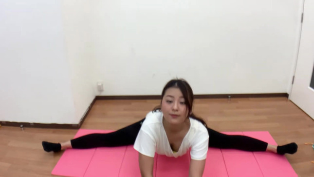長沢美月 mizuki channel 開脚ストレッチ 12