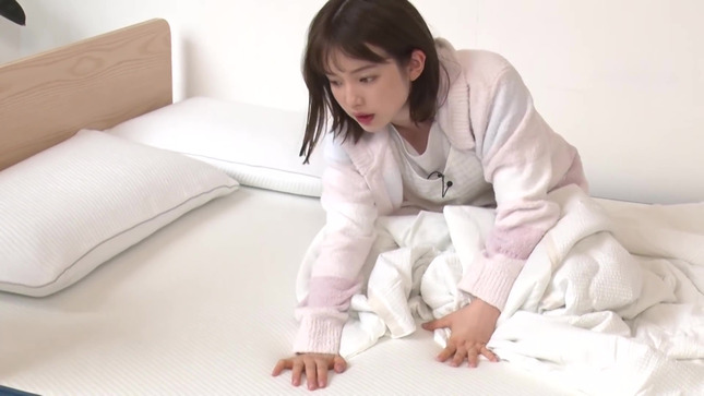 弘中綾香 話題マットレスで寝心地検証!! 12