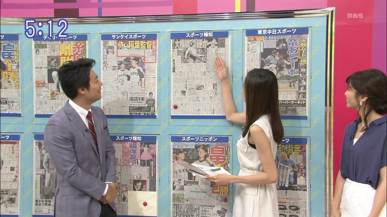 笹川友里アナ 脇からインナーチラ見え!
