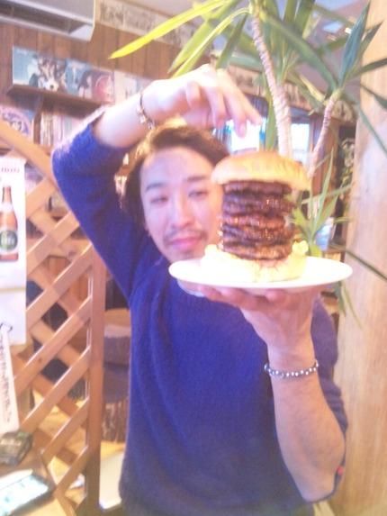 でました! 八重の桜バーガー!!