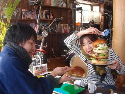 メガHEROバーガーを食べたのは・・・・・
