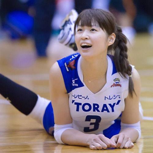 【バレーボール】木村沙織 引退会見で涙 主婦専念を宣言「子供2、3人欲しい」