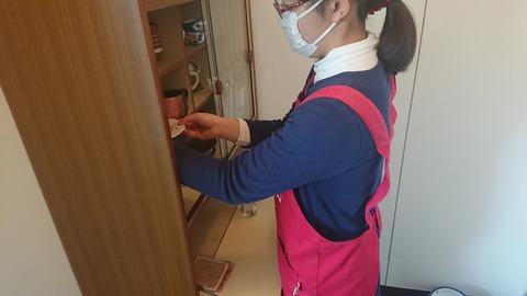 厨房実務食器棚