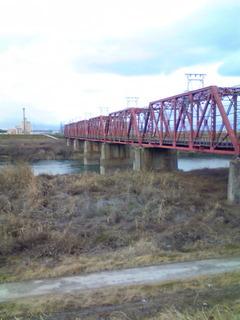 宇治川を渡る京阪電車