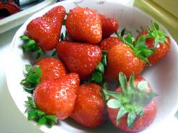 真っ赤な苺が甘〜い☆