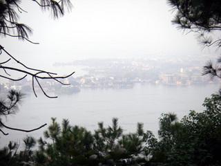 東湖。。。見えない。。。