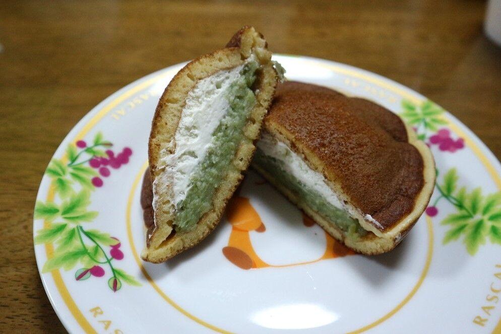 【ローソン】UchiCafeずんだロールケーキ、ローソンのロールケーキ史上最高のおいしさ。