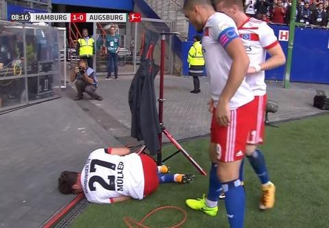 【サッカー】ハンブルガーSVのニコライ・ミュラーが開幕戦でゴールパフォーマンスに失敗して右膝前十字靭帯断裂、全治7カ月の重傷 2ch、ヤフコメ民の反応