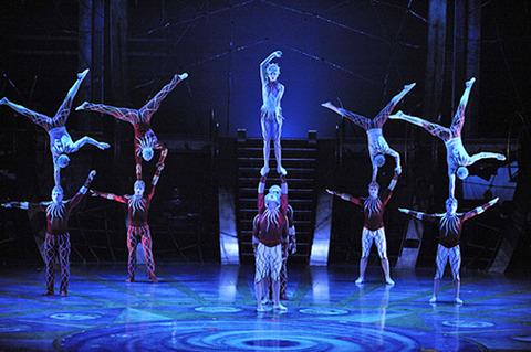 シルク・ドゥ・ソレイユの公演中に男性パフォーマーが落下して死亡……