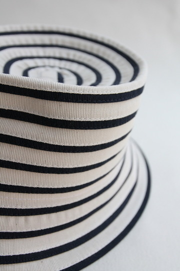 ARMEN Small Brim Tape Hat Navy x White (3)