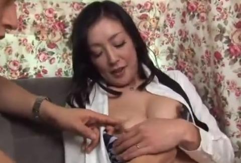 巨乳熟女をナンパしてハメ撮り!攻撃的なそそり立つ勃起のマッハピストンをぬるぬるの膣奥で受け止めソリ返ってイクまくる!