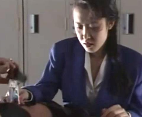 「どうするつもり…」残業していた美人妻OLが警備員に狙われて犯される