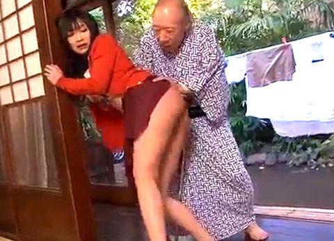 禁断介護 義父のチンポを咥えザーメンを搾り取る人妻!