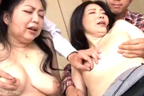 親戚四十路熟女姉妹を交換して生SEXでイカセまくる