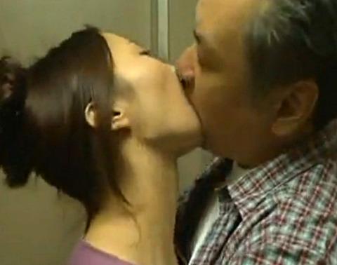 隣人とセックス狂い妻