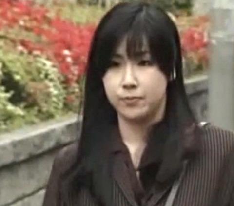29歳の美人奥様が犯罪を犯した夫の弁護費用を稼ぐために寝取られSEX