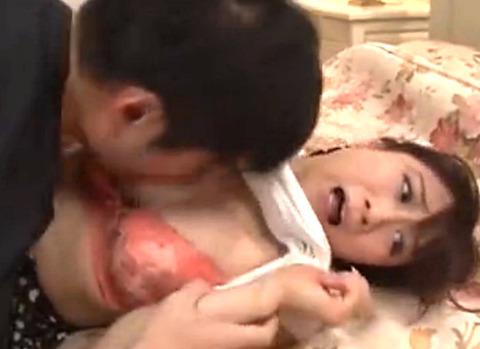 「やめてーー!」息子の友人チンポを強制挿入され大量ザーメン注入される美人妻